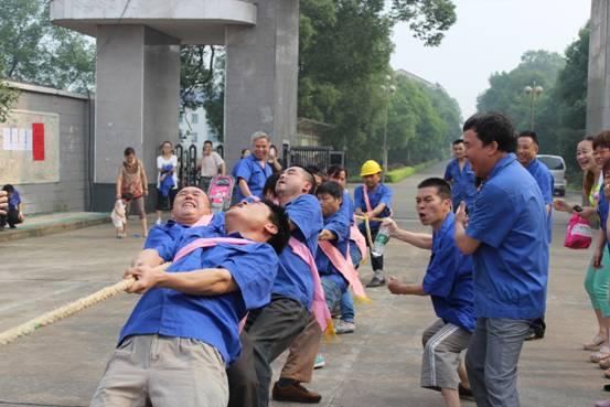 攸县湘东化机厂举办2014年职工拔河比赛
