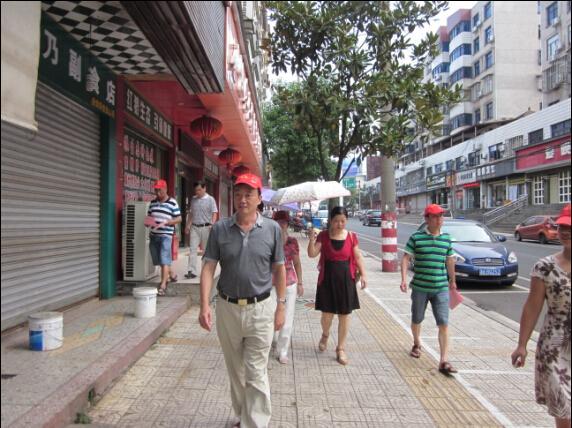 攸县总工会组织志愿者进行文明劝导活动