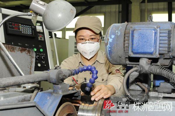 从机械工人到工艺专家 好强的钻石花(图)